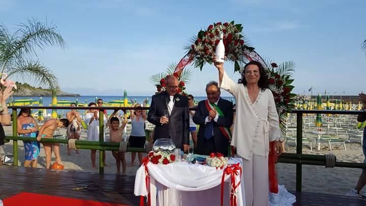 Matrimonio Spiaggia Cilento : Massimo e gianni unione civile sulla spiaggia del cilento